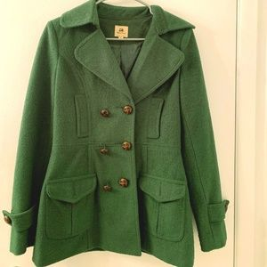 🧥❄️Green Pea Coat with Brown Buttons💚